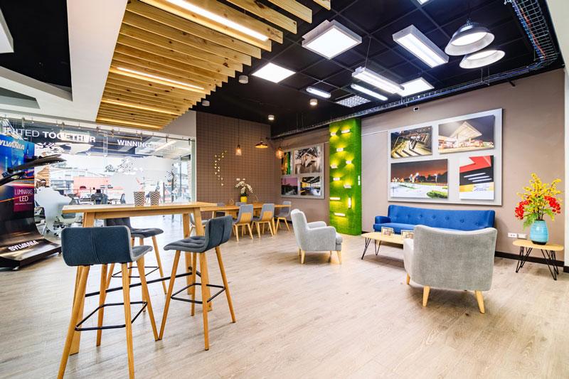Sylvania inaugur sus oficinas comerciales y el primer for Oficinas comerciales en el exterior